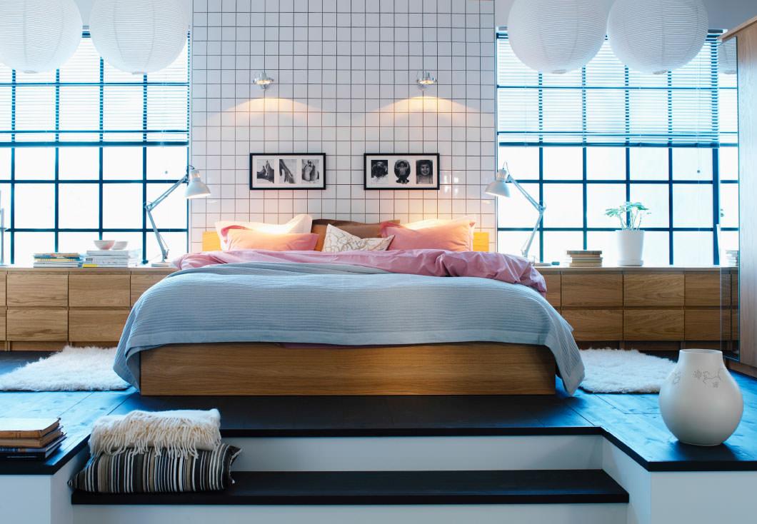 Спальня с высоким подиумом