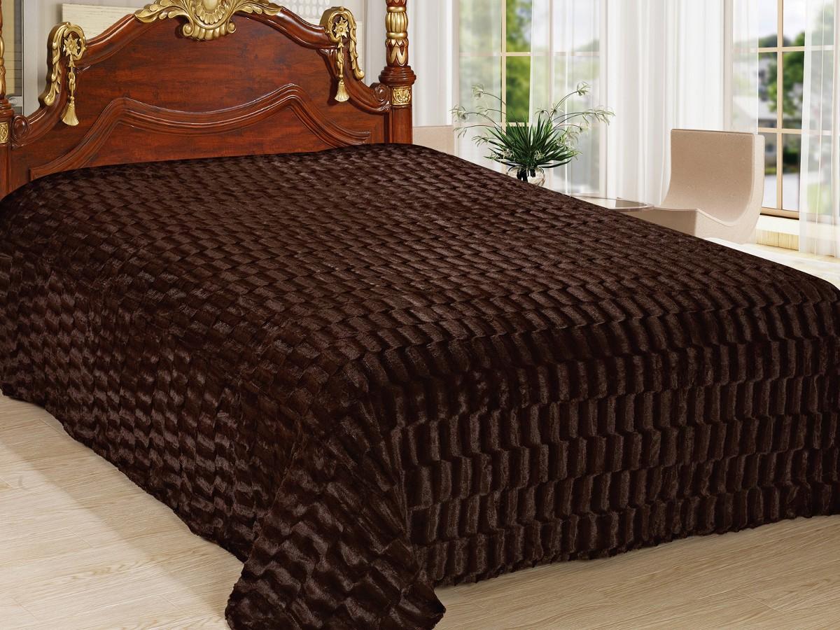 Теплый коричневый плед в спальне