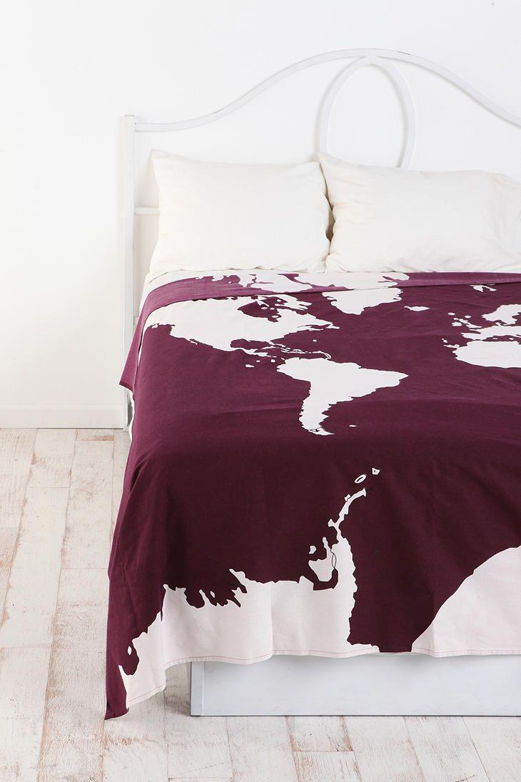 Двухцветный плед в спальне