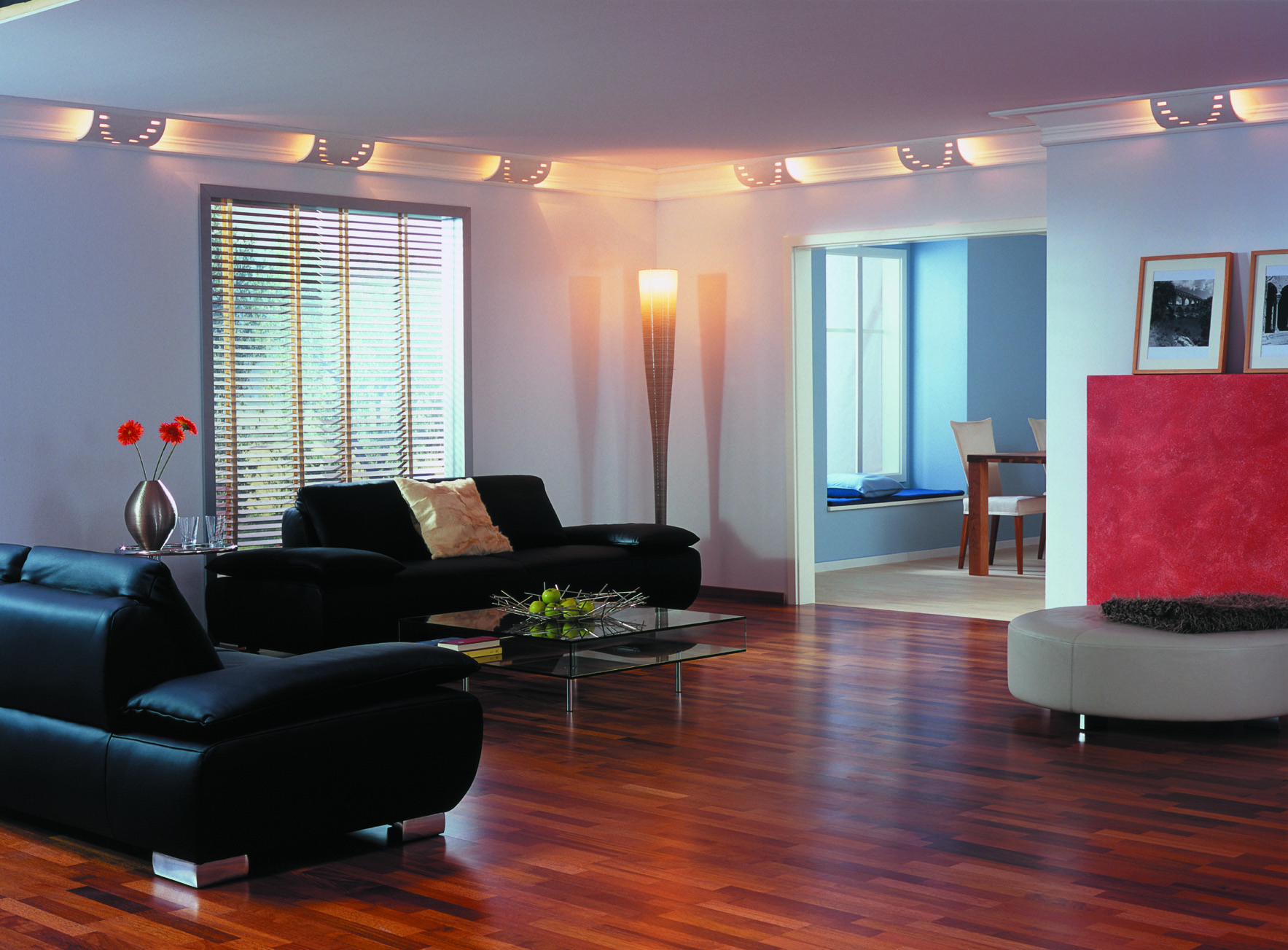 Тканевый потолок с подсветкой в гостиной