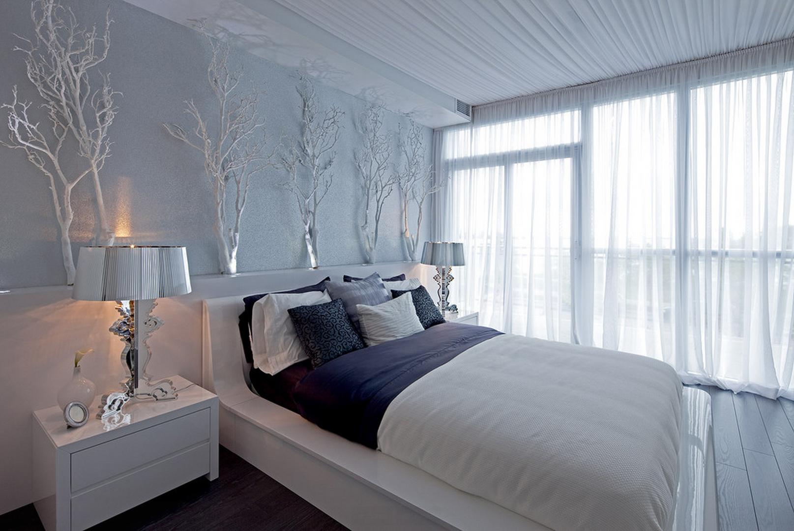 Тканевый потолок в бело-голубой спальне