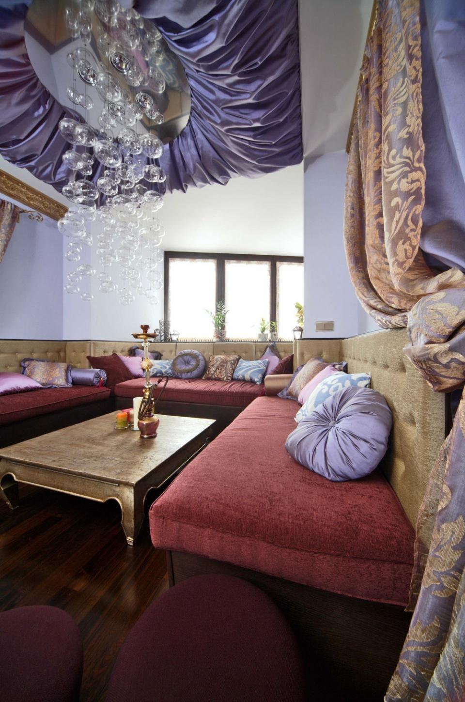 Декорирование потолка тканью в комнате для отдыха