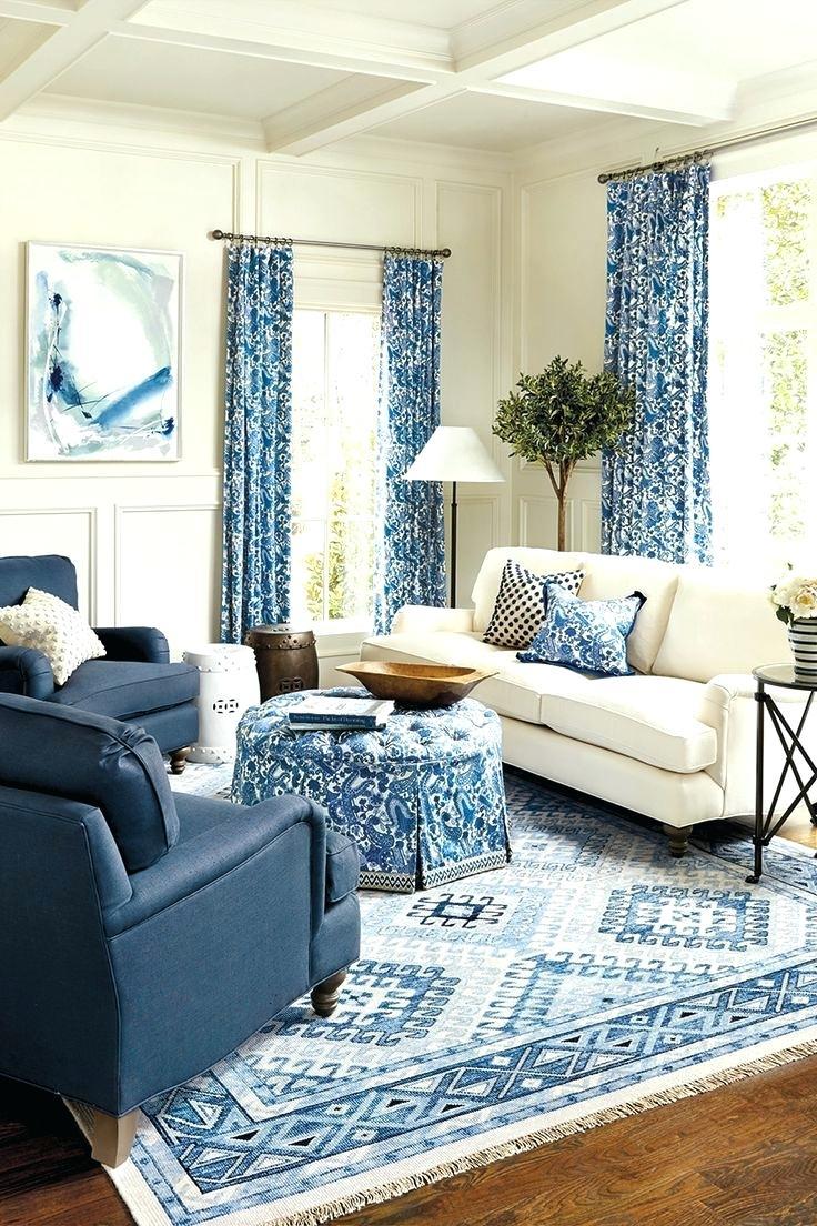 Голубой принт в гостиной