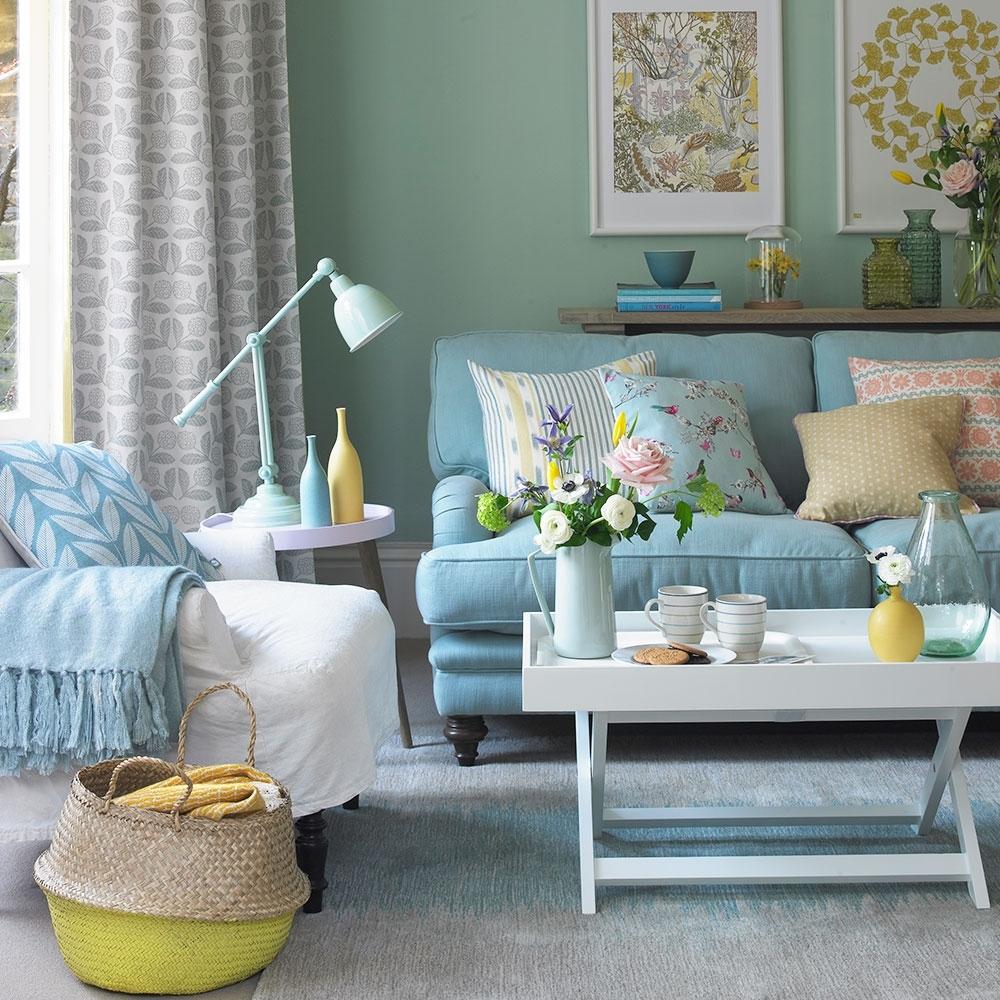 Голубая гостиная с цветами в стиле провансГолубая гостиная с цветами в стиле прованс