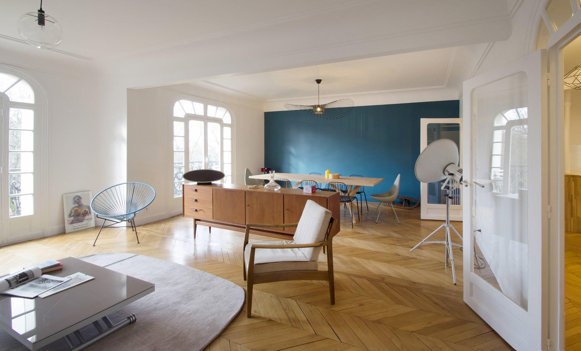 Голубая гостиная в стиле ретро