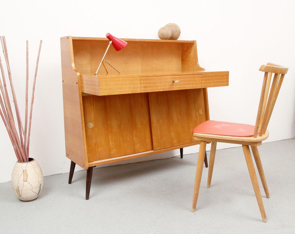 Стол из вишни в стиле ретро