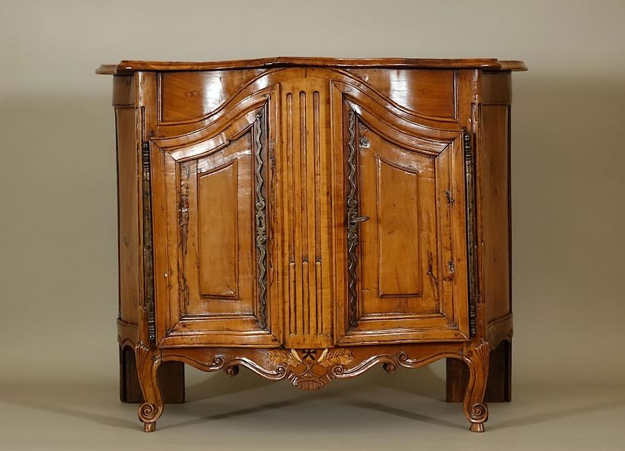Резная мебель из вишни