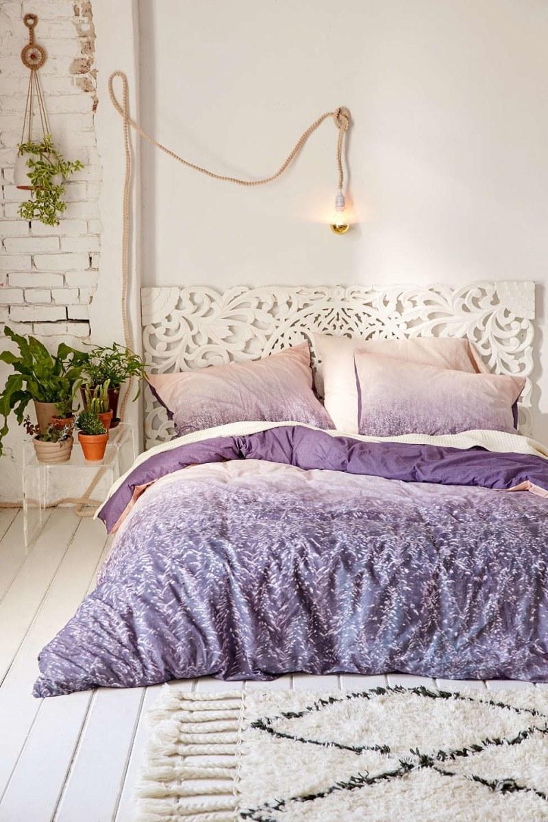 Дизайн спальни 18 кв м с резным изголовьем
