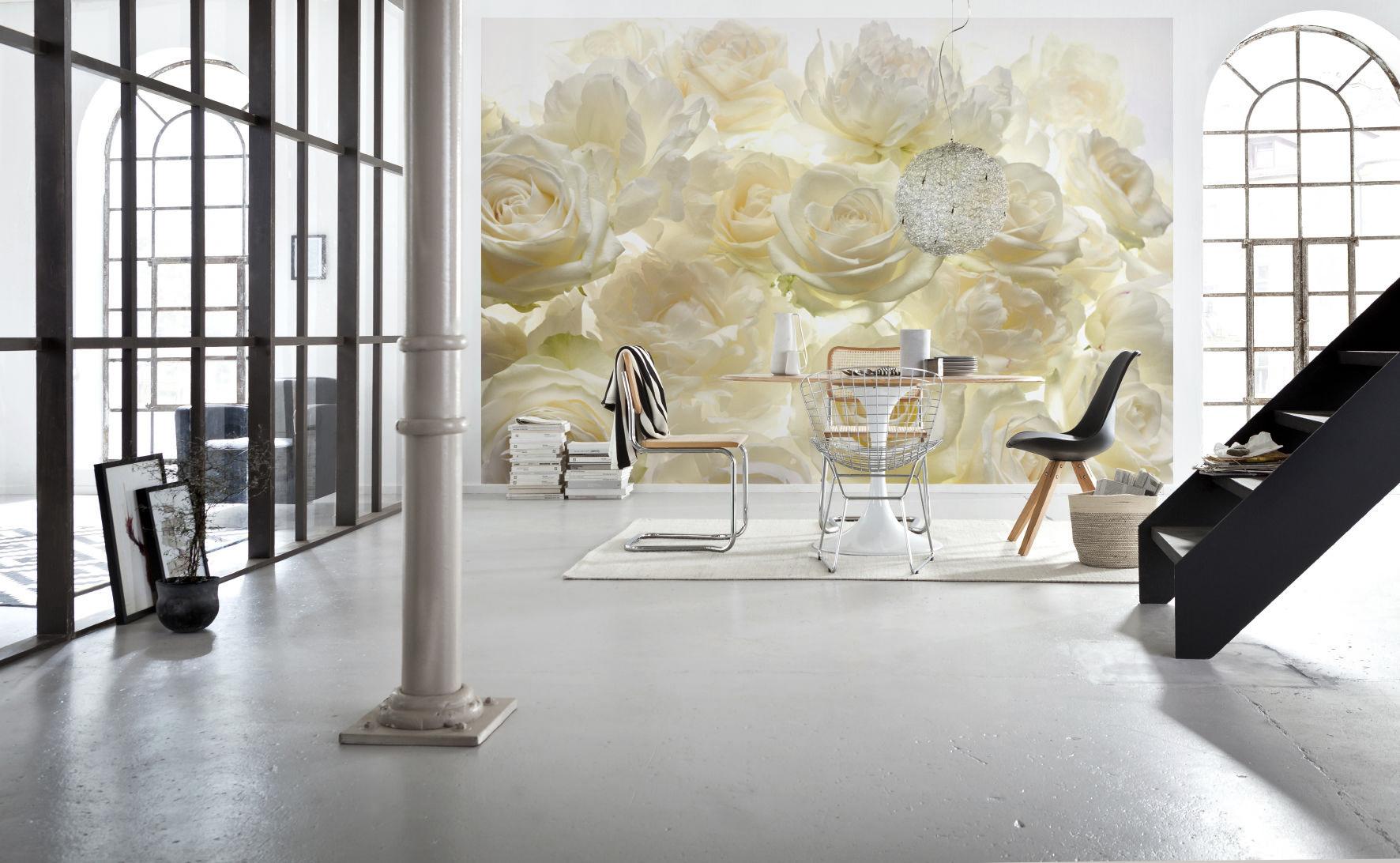 Фотообои с белыми розами в столовой