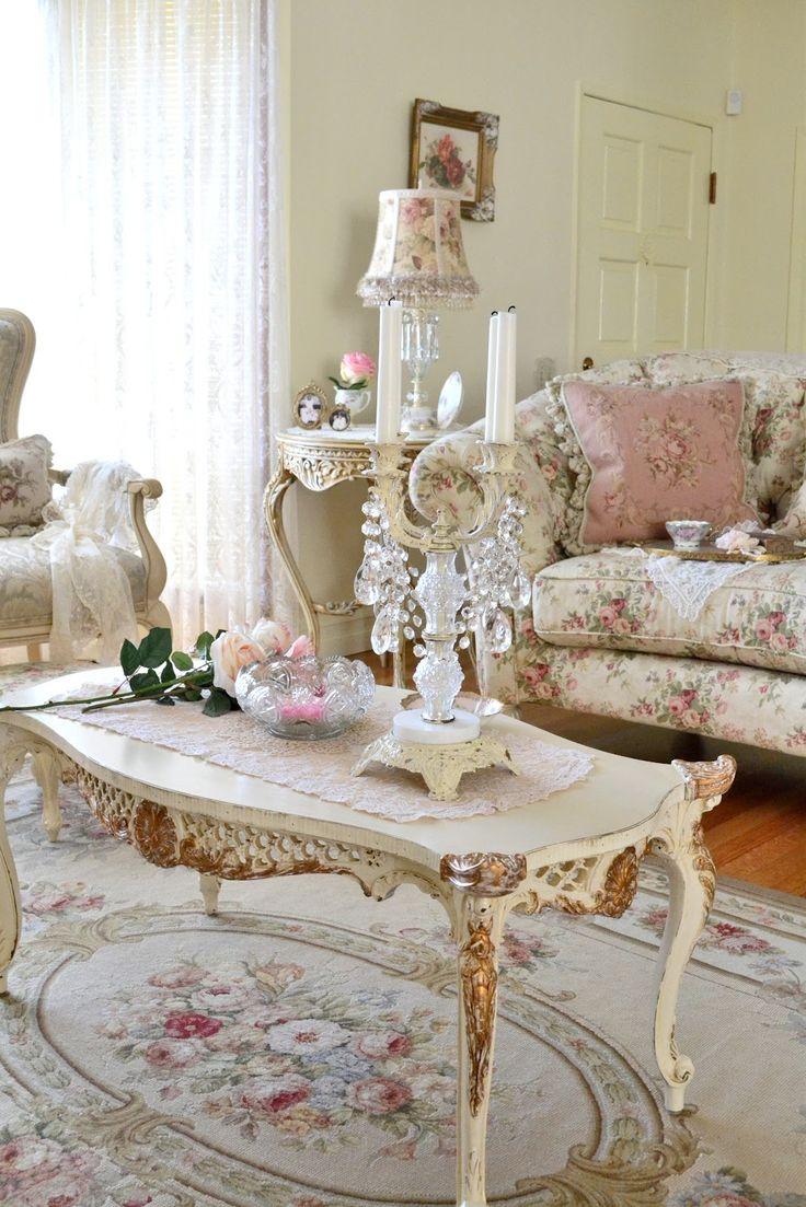 Розы в декоре и текстиле гостиной