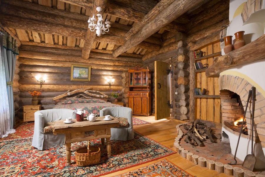 Спальня с камином в русском стиле