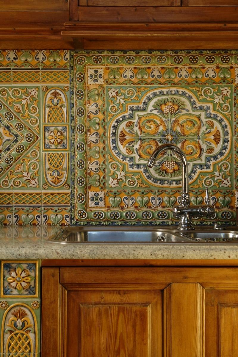 Красивый кухонный фартук в русском стиле