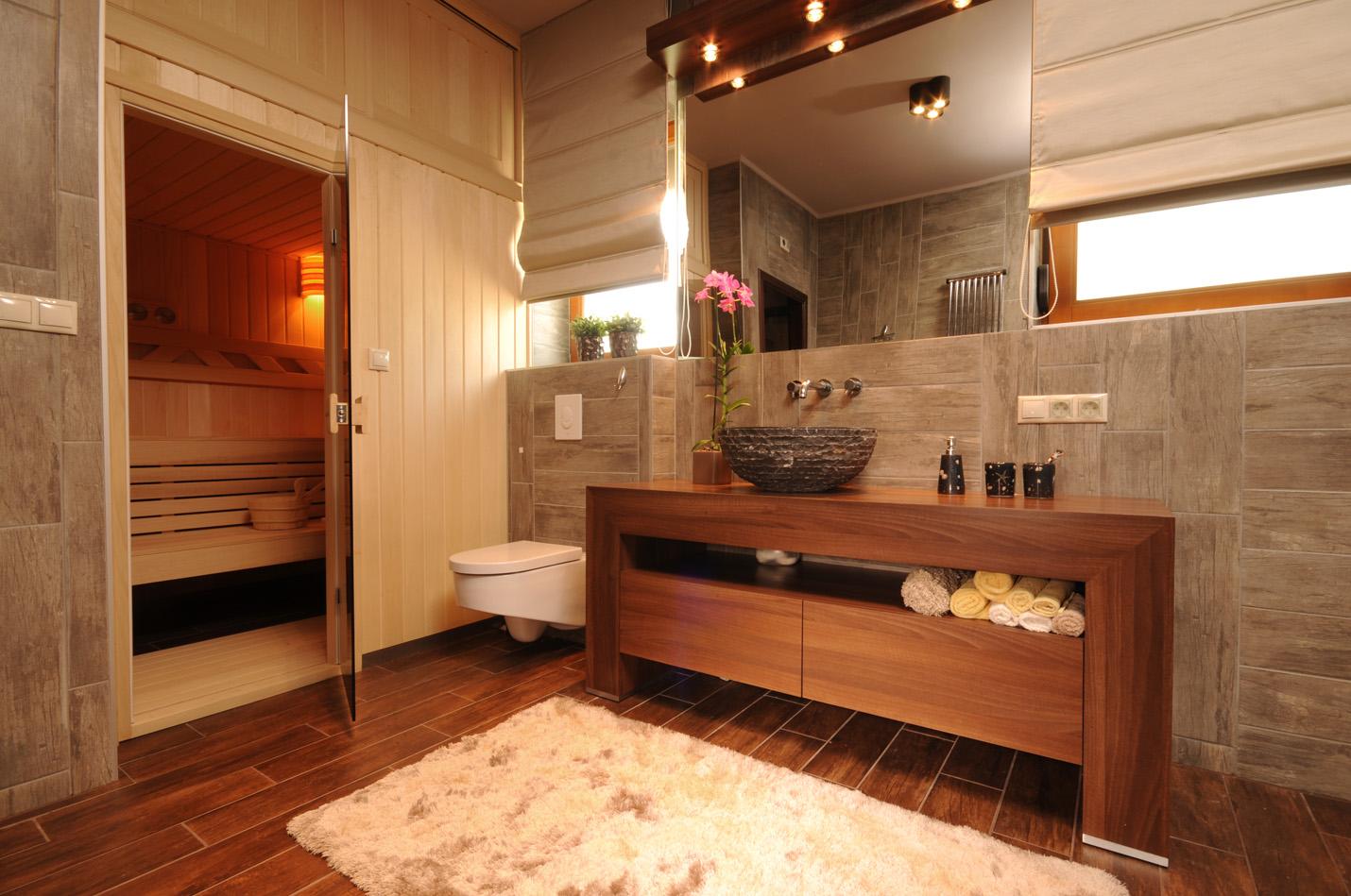 Сауна в уютной ванной комнате