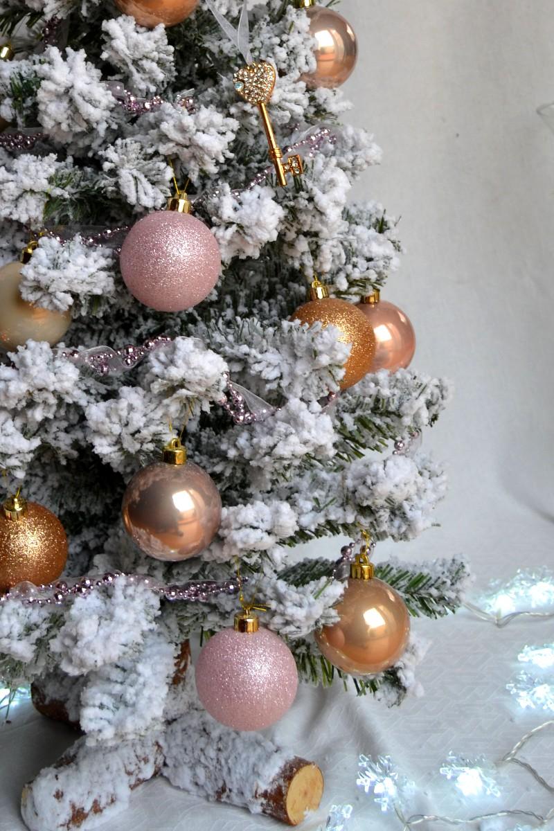 Оформление новогодней елки шарами