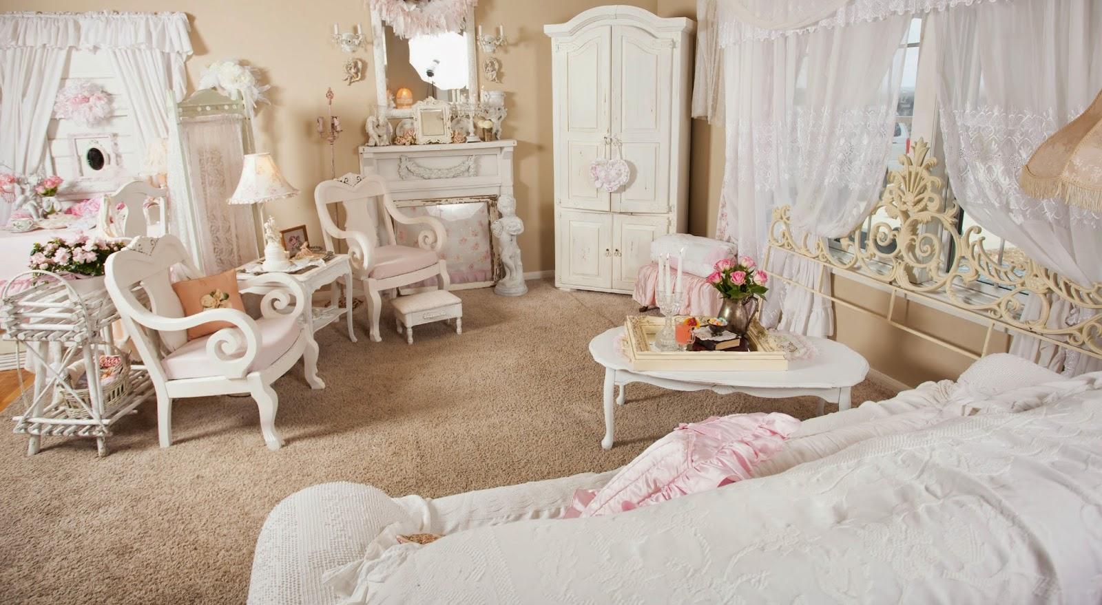 Бежево-белая уютная гостиная в стиле шебби-шик