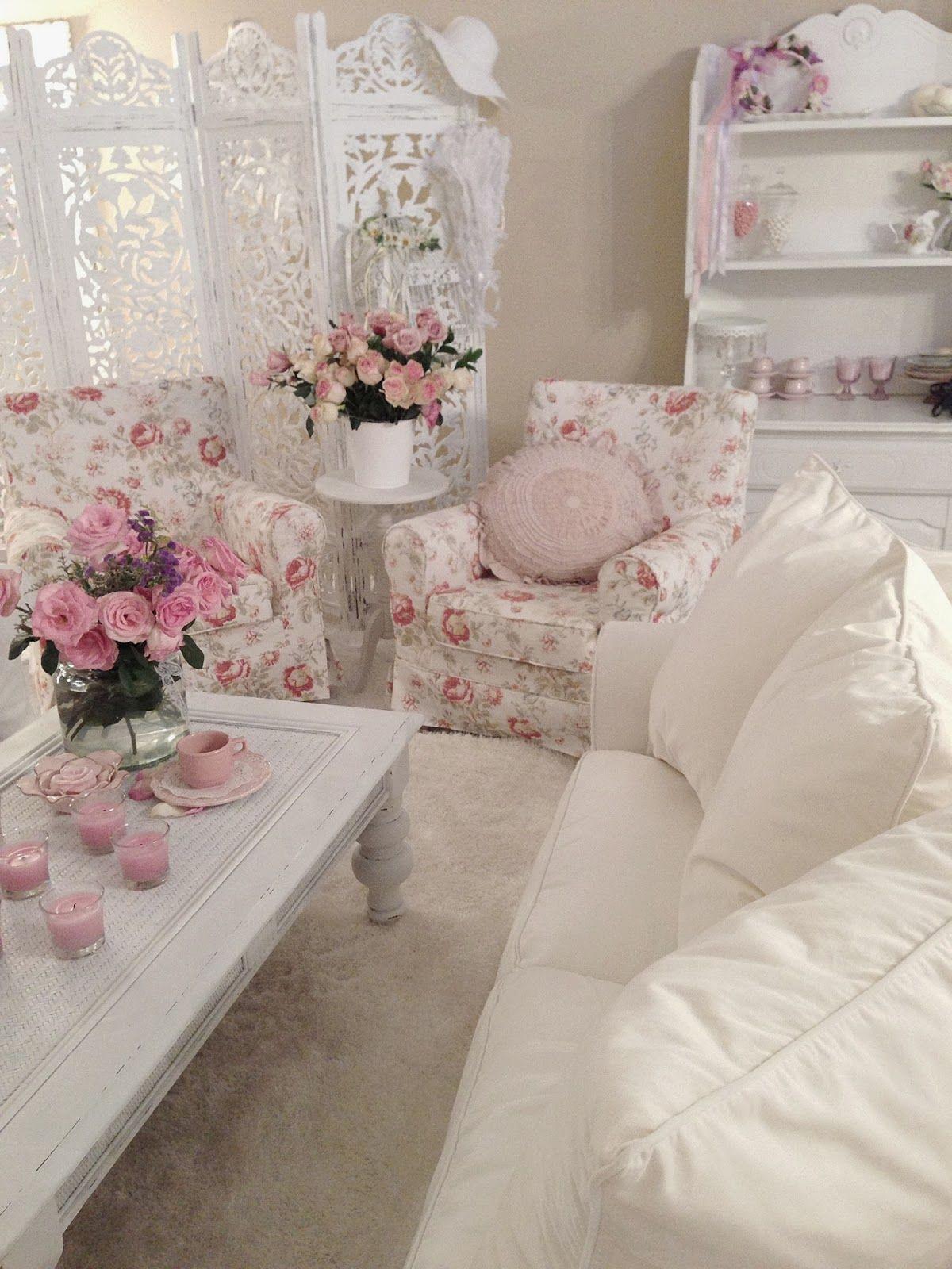 Бело-розовая гостиная в стиле шебби-шик