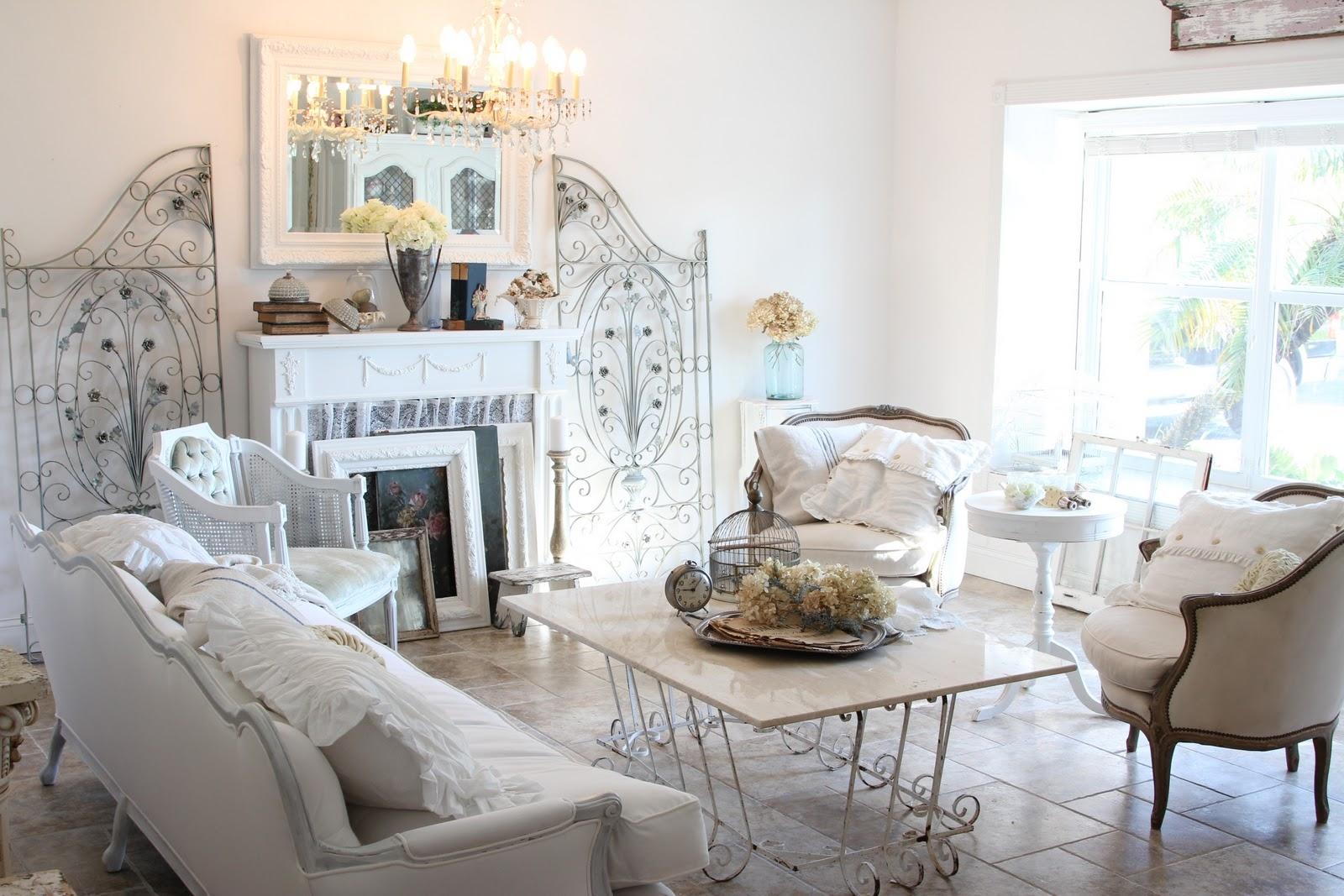 Красивая гостиная в стиле шебби-шик