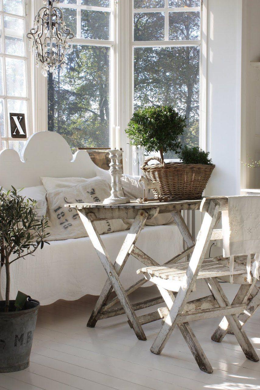 Деревянная мебель в стиле шебби-шик