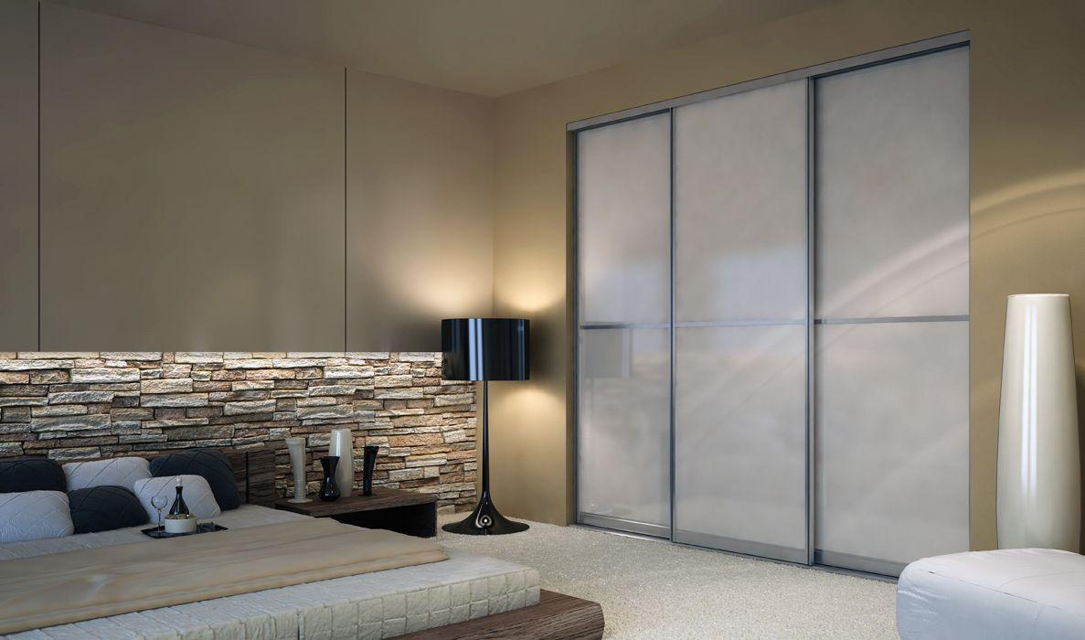 Встроенный современный шкаф-купе в спальне