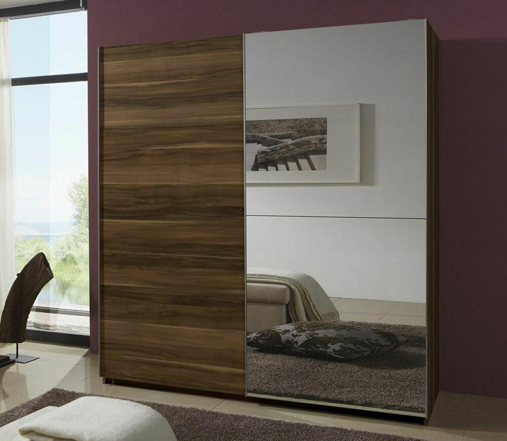 Коричневый шкаф-купе с зеркальной дверью