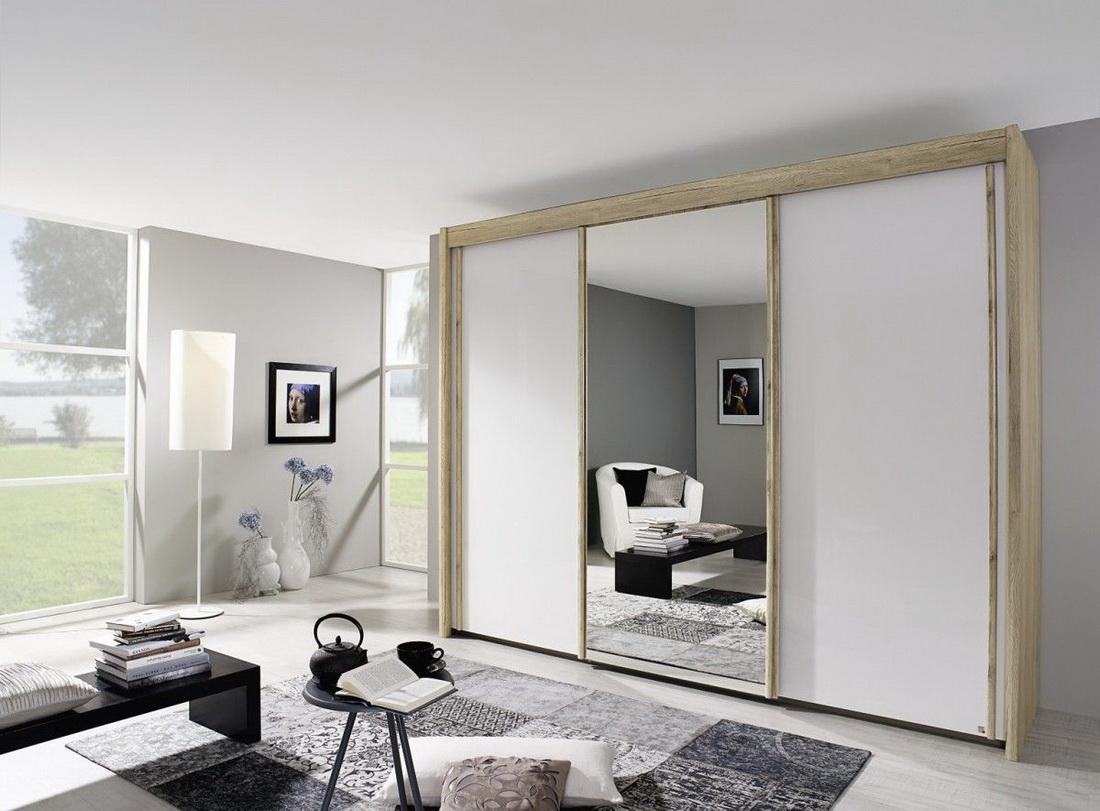 Бежево-белый шкаф-купе в гостиной