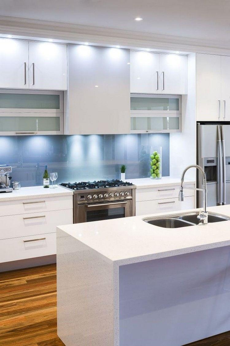 Голубое скинали на кухне
