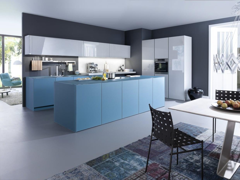 Кухня в голубых тонах современная