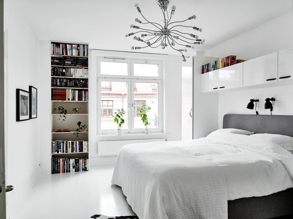 Основной белый цвет в черно-белой спальне