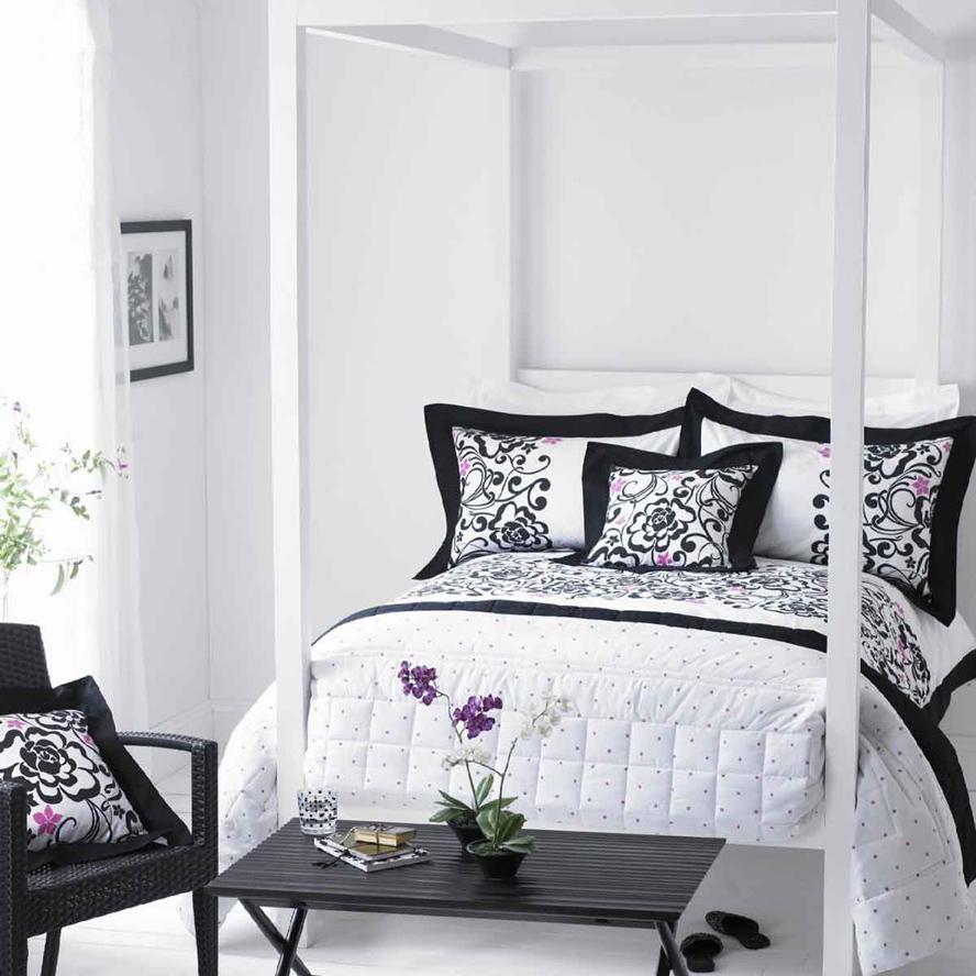 Романтичная черно-белая спальня