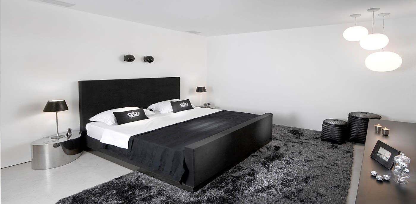 Стильная черно-белая спальня