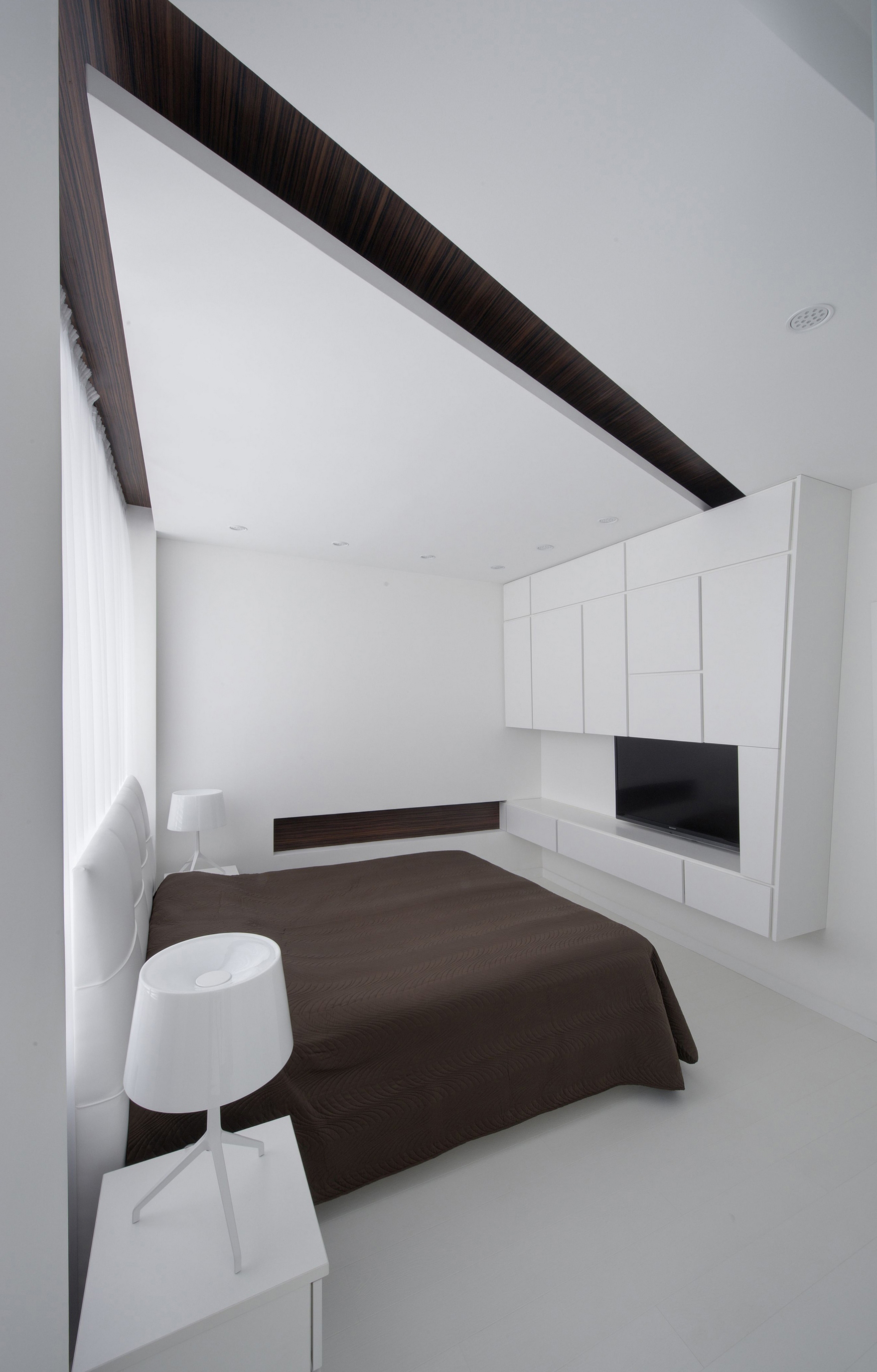 Минималистичная спальня в черно-белых тонах