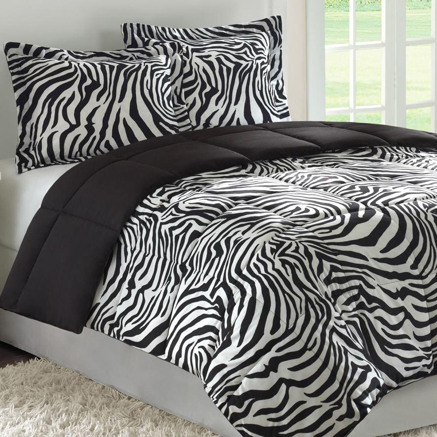 Черно-белая спальня с животным принтом