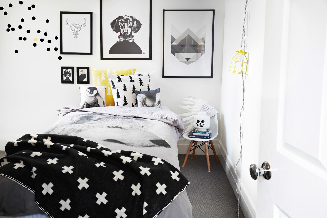 Модная черно-белая спальня