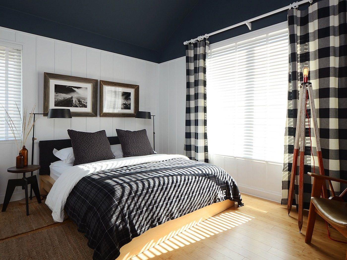 Черно-белая спальня с бежевым полом