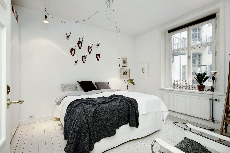 Черно-белая уютная спальня в скандинавском стиле