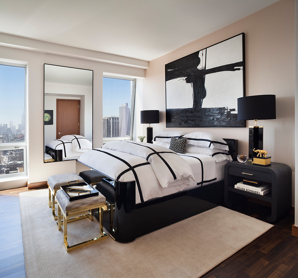 Черно-белая спальня с золотистым декором в стиле ар-деко