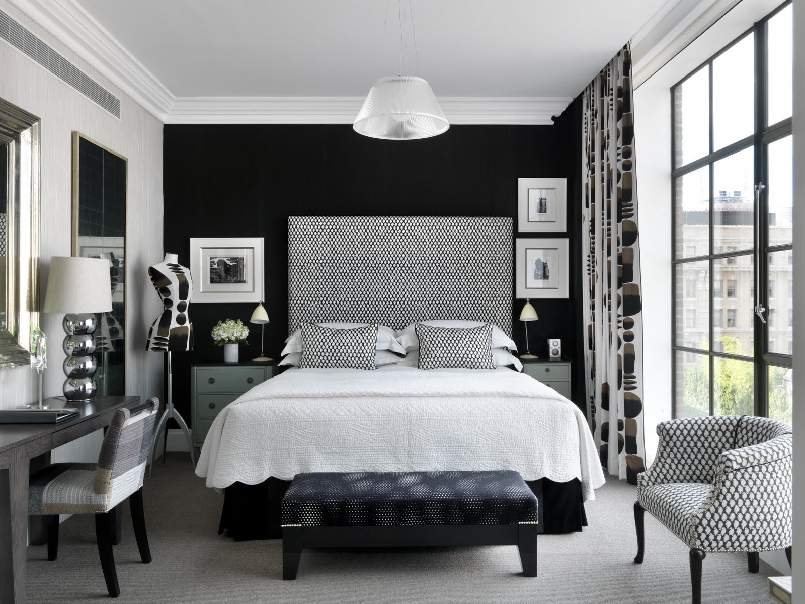 Уютная черно-белая спальня