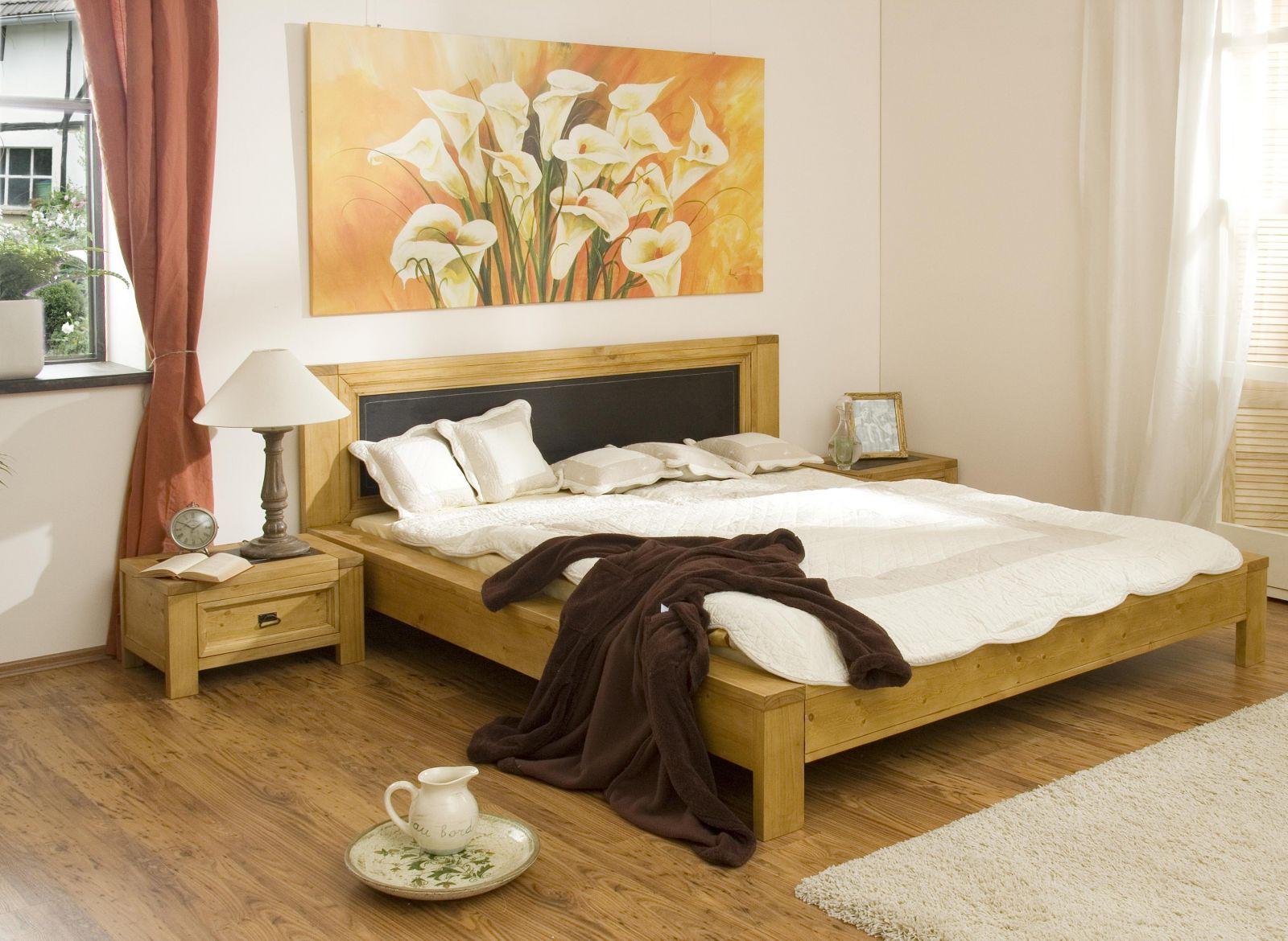 Картина с цветами в спальне по фэн-шуй