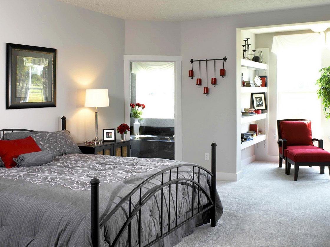 Красные акценты в спальне