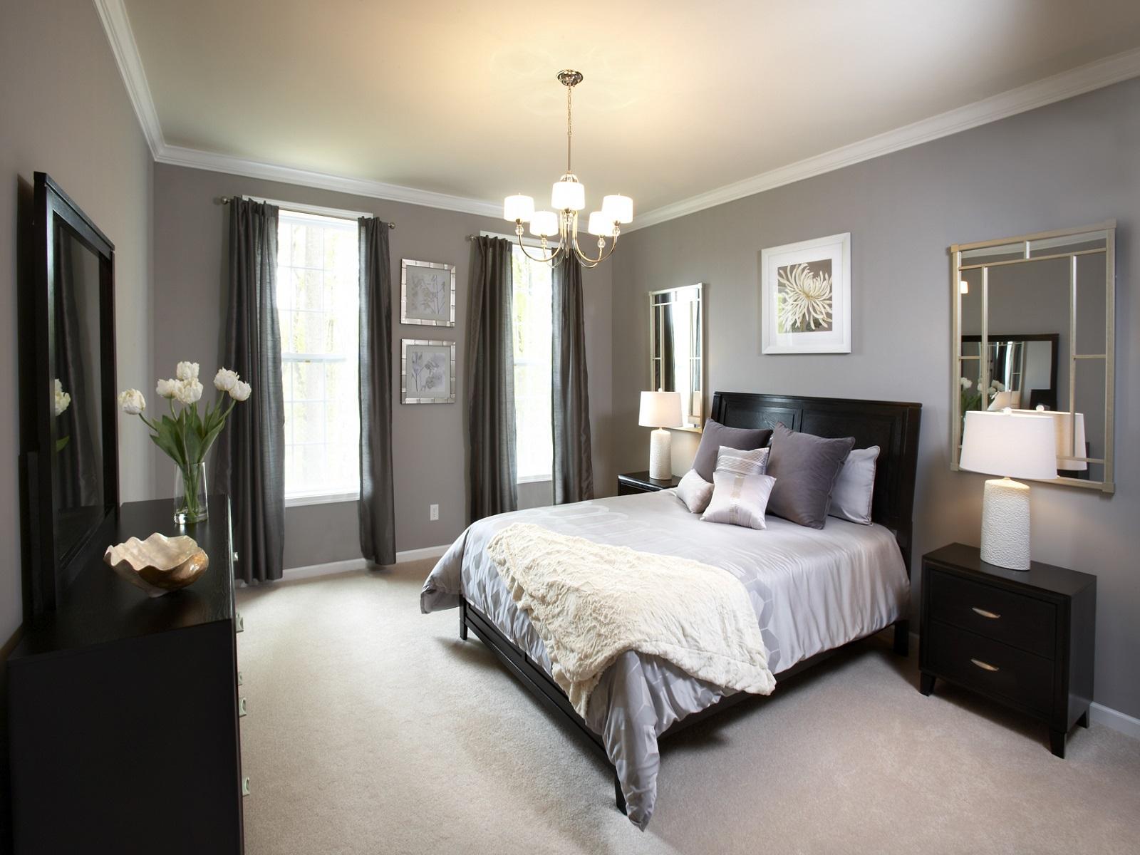 Серо-белый дизайн в спальне