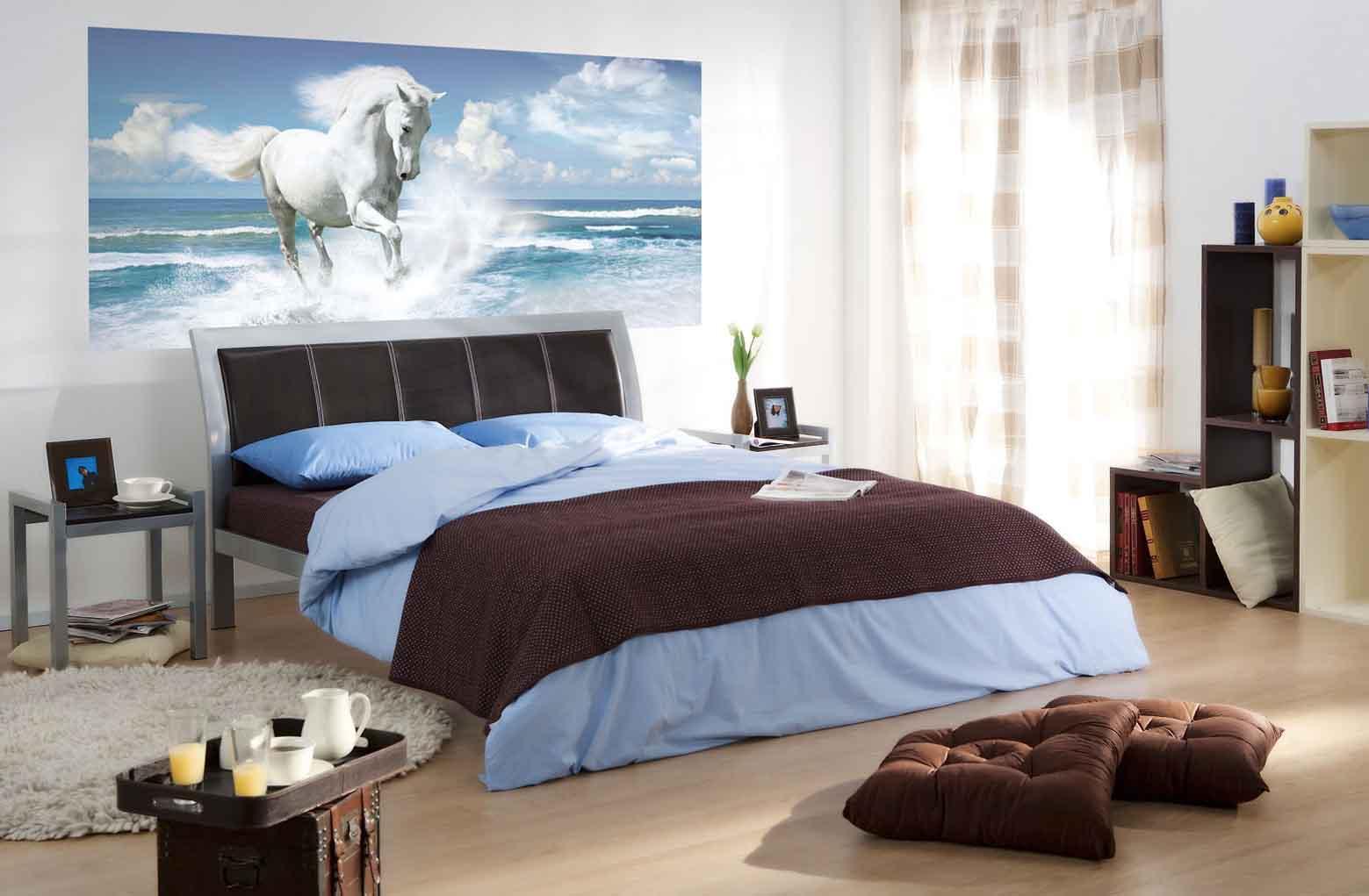Красивые фотообои с лошадью в спальне