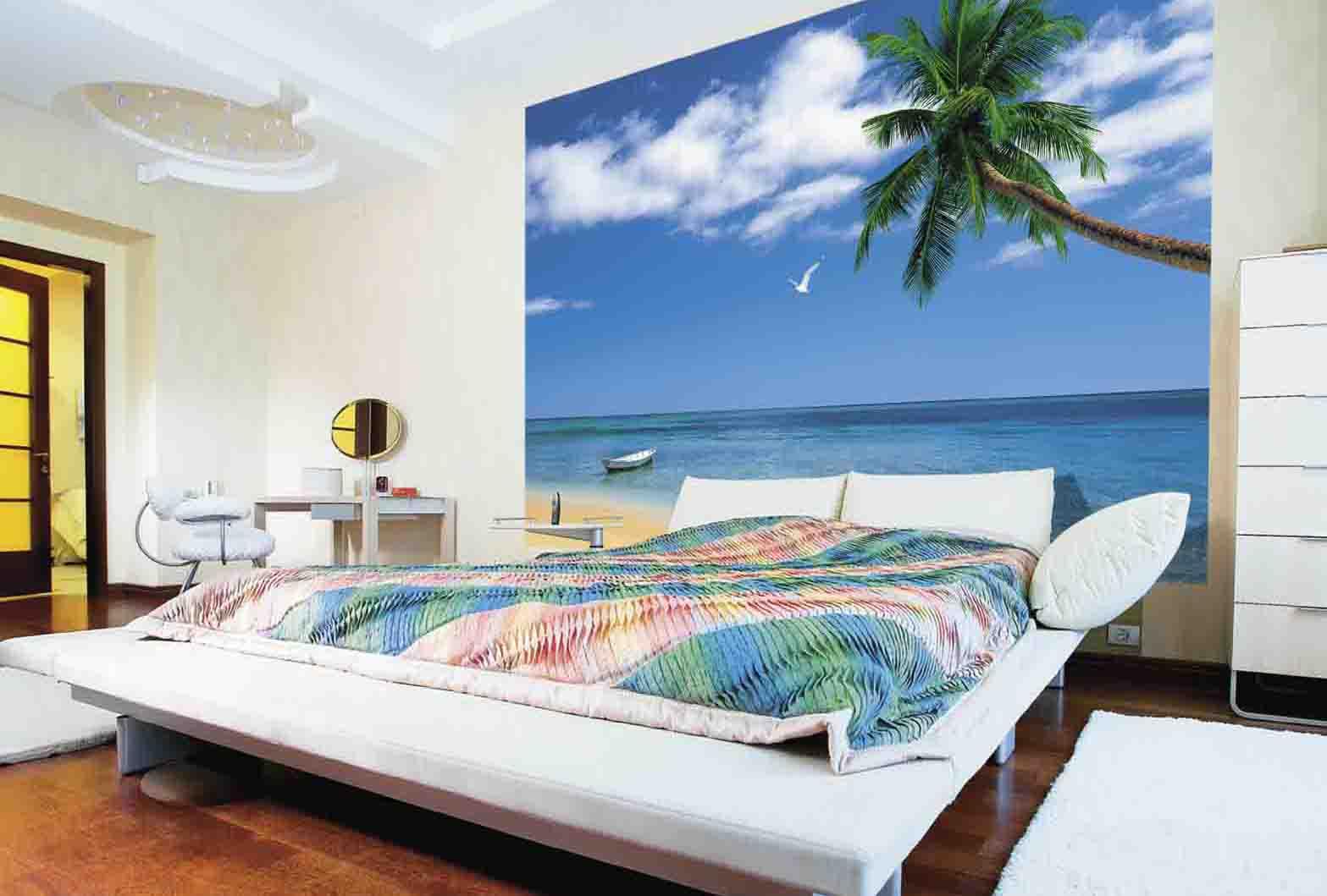Фотообои с видом на пляж в интерьере спальни