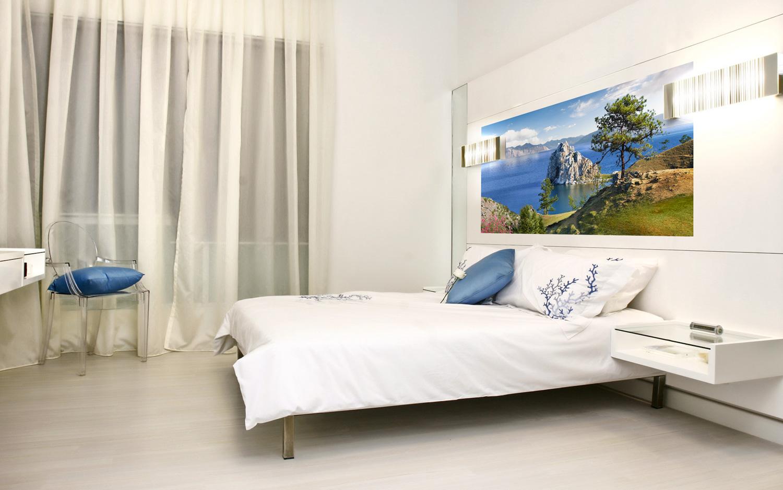Фотообои с красивым пейзажем в спальне