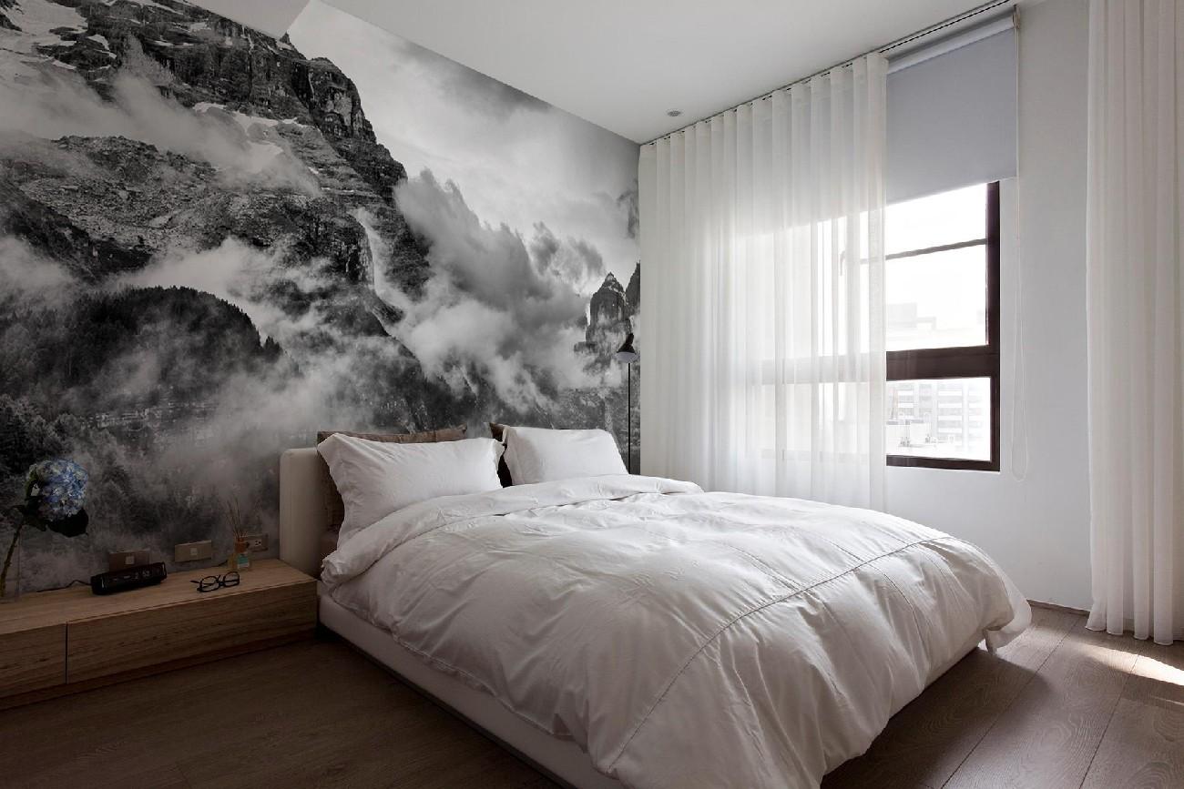 Черно-белые фотообои с видом на горы в спальне