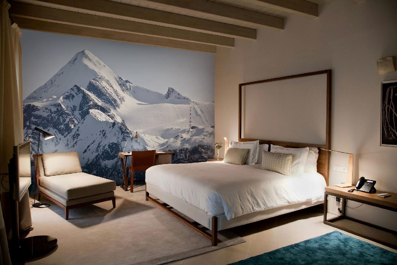 Фотообои с горами в спальне
