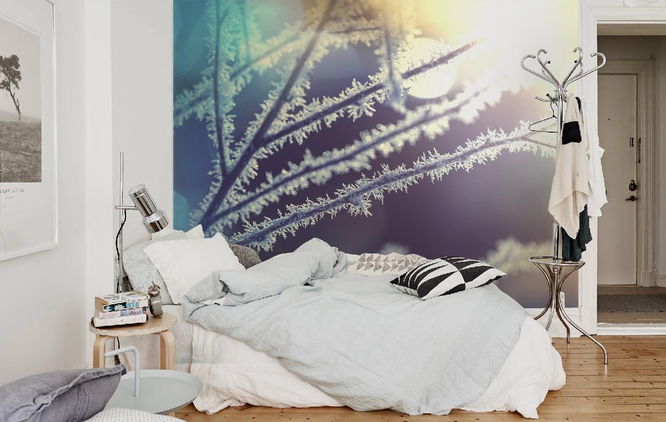 Фотообои с зимними ветками в спальне