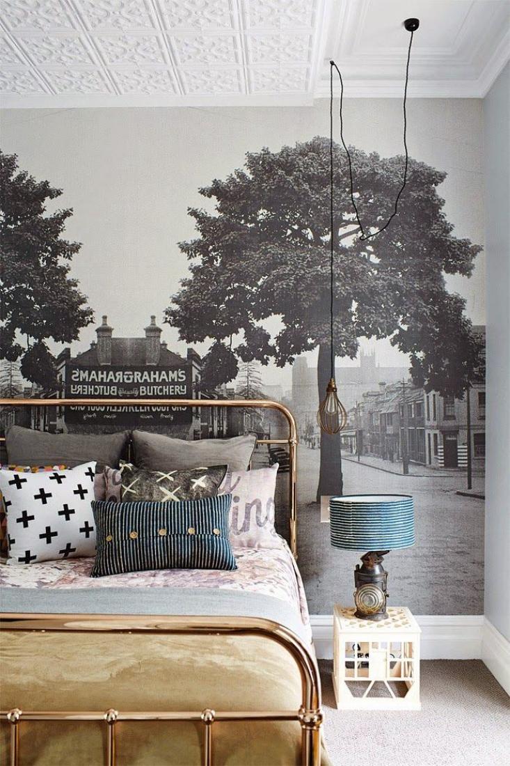 Черно-белые фотообои в светлой спальне