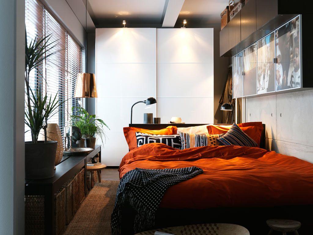 Уютная черно-оранжевая спальня
