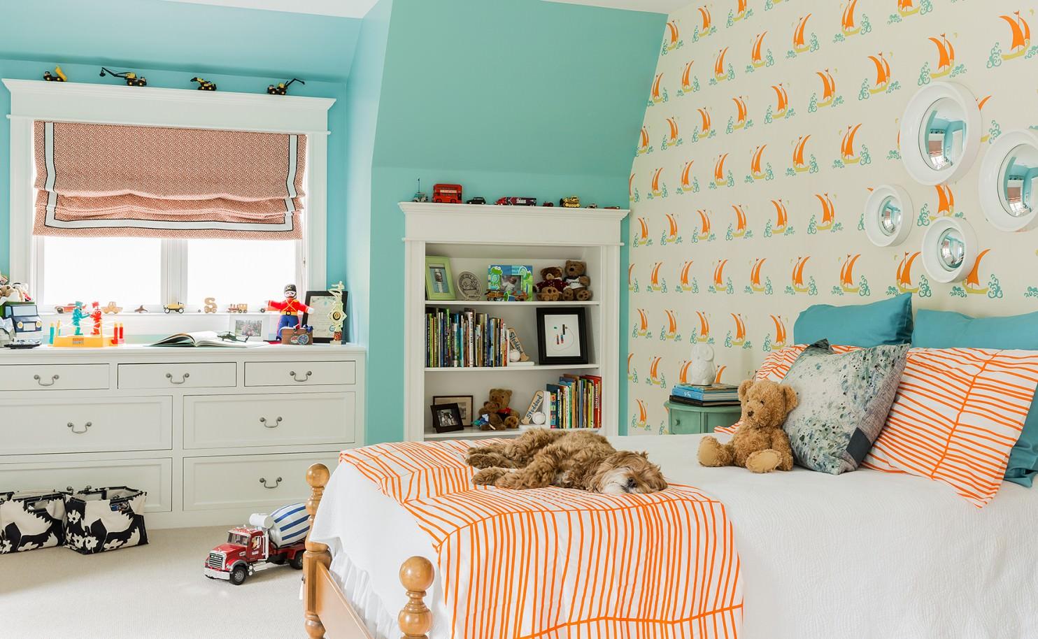Оранжевый, белый и бирюзовый цвета в интерьере детской спальни
