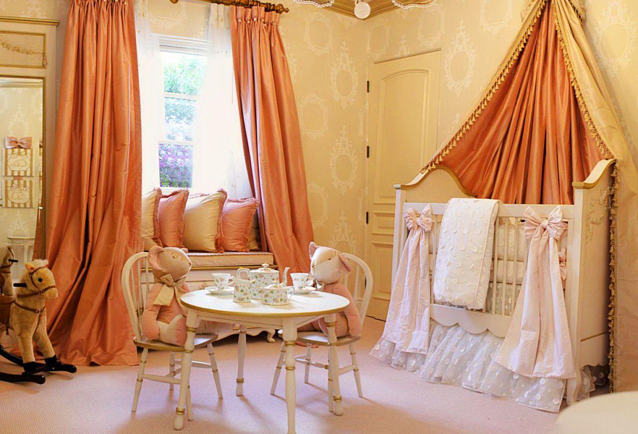 Оранжевый текстиль в детской комнате